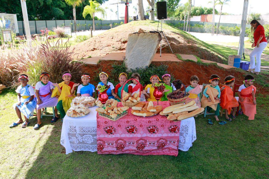 Creche Vó Zizi celebra a ressurreição de Jesus com a 6º Ceia de Páscoa