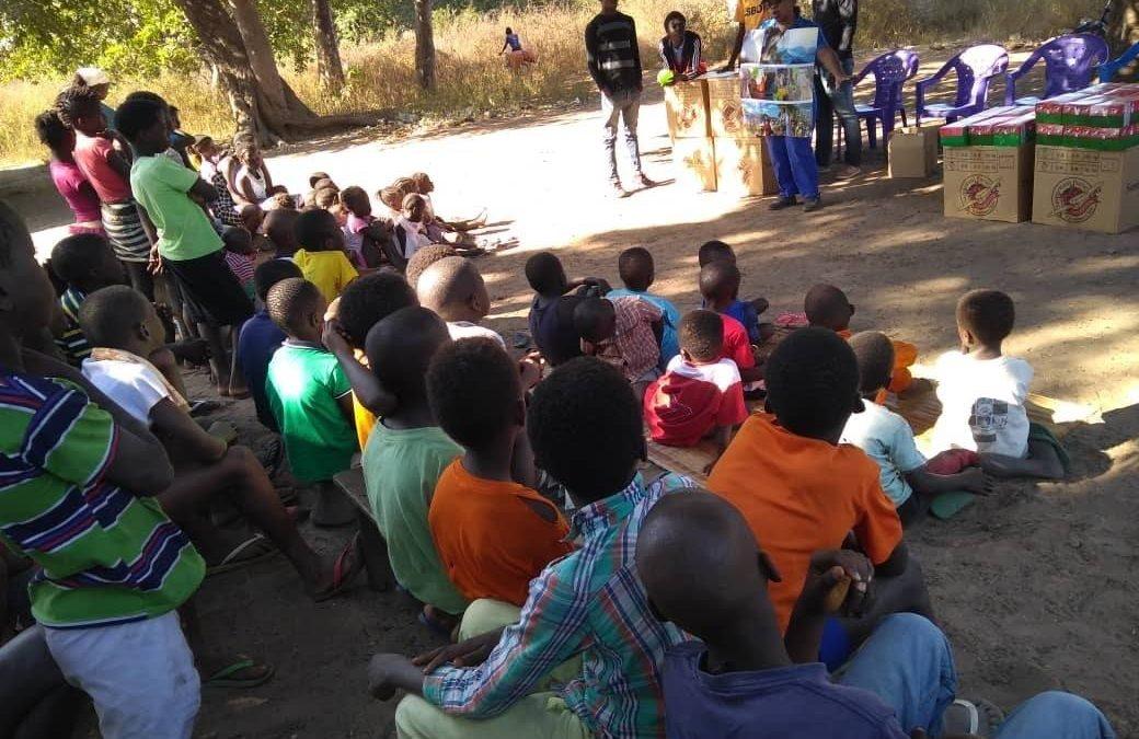 Bolsa Samaritano leva alegria às crianças na África