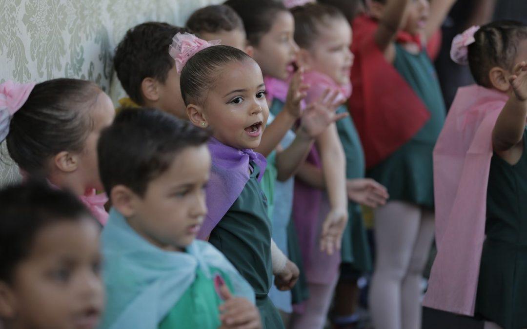Creche Vó Zizi realiza festa em homenagem ao Dia das Mães