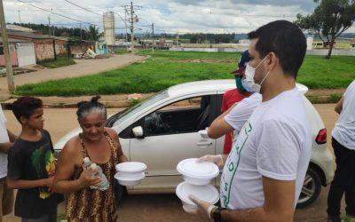 Voluntários do PD participam de doação de marmitas em cidade satélite do DF